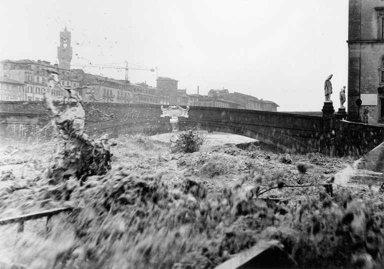 santa-trinita-bridge-flood.jpg